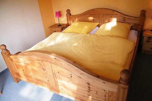 0539-11-Gaestehaus-Uthoern-Ferienwohnung-Sylt-Schlafzimmer