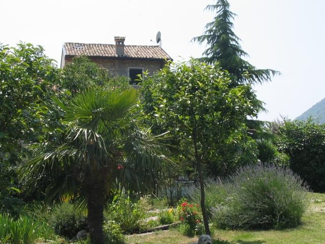0551-02 Ferienhaus Rustico Bell Aria Blick vom Parkplatz auf das Haus