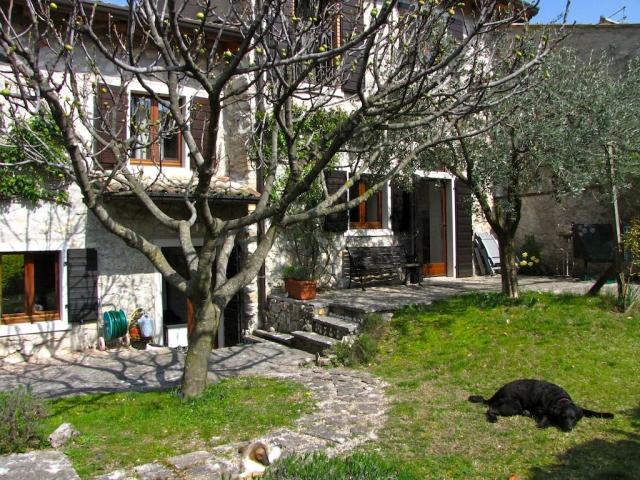 0551-03 Ferienhaus Rustico Bell Aria Innenhof mit 2 Terrassen