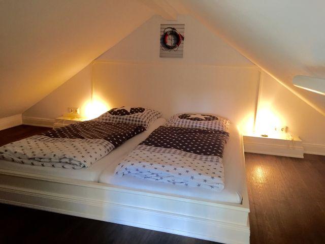 0555-09-Ferienhaus-Woodyhouse-Schlafzimmer-2