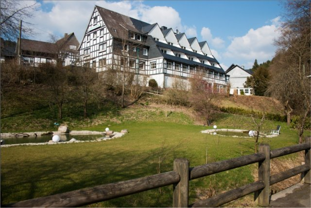 0561-02 Hotel Hubertushoehe mit Park