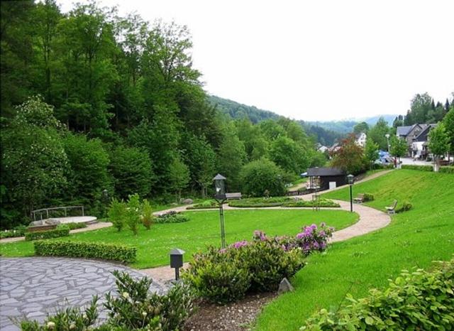 0561-03 Hotel Hubertushoehe Parkanlage
