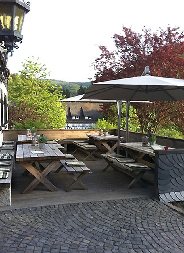 0561-07 Hotel Hubertushoehe Terrasse