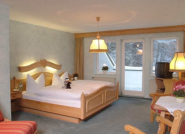 0561-08 Hotel Hubertushoehe Doppelzimmer Bild 1