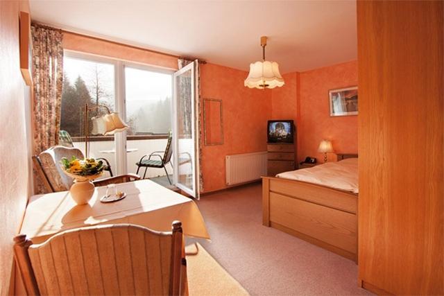 0561-09 Hotel Hubertushoehe Doppelzimmer Bild 2