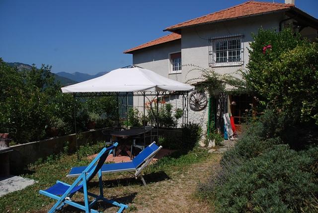 0568-02-Ferienwohnungen-Casa-Capinera-Terrasse-mit-Pavillon