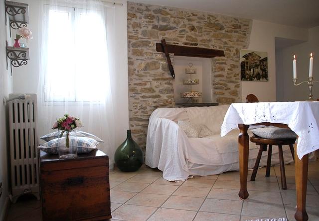 0568-08-Ferienwohnungen-Casa-Capinera-Wohnraum-mit-Essecke