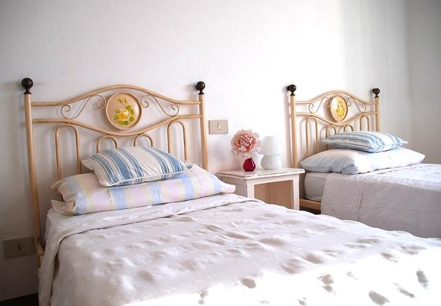 0568-11-Ferienwohnungen-Casa-Capinera-kleines-Schlafzimmer-Einzelbetten