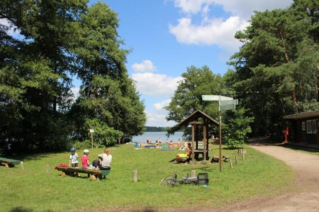 0582-03 Naturcampingplatz Springsee Blick auf den Badestrand