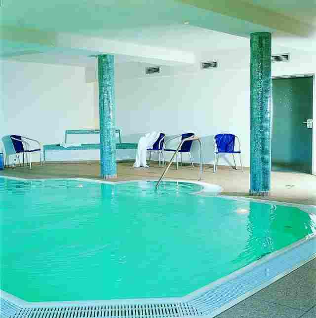 0588-07 Ferienpark Mecklenburg Schwimmbad