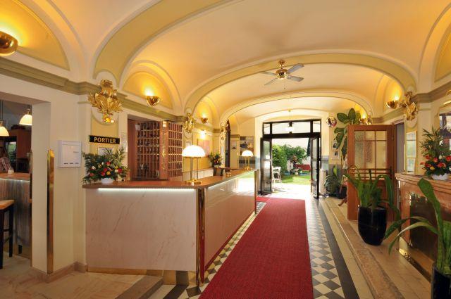 0589-03 Hotel Praterstern Empfangshalle