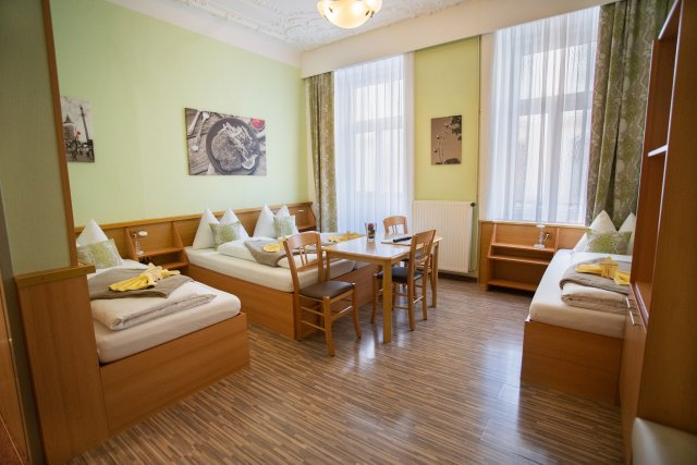 0589-15 Hotel Praterstern Mehrbettzimmer 2