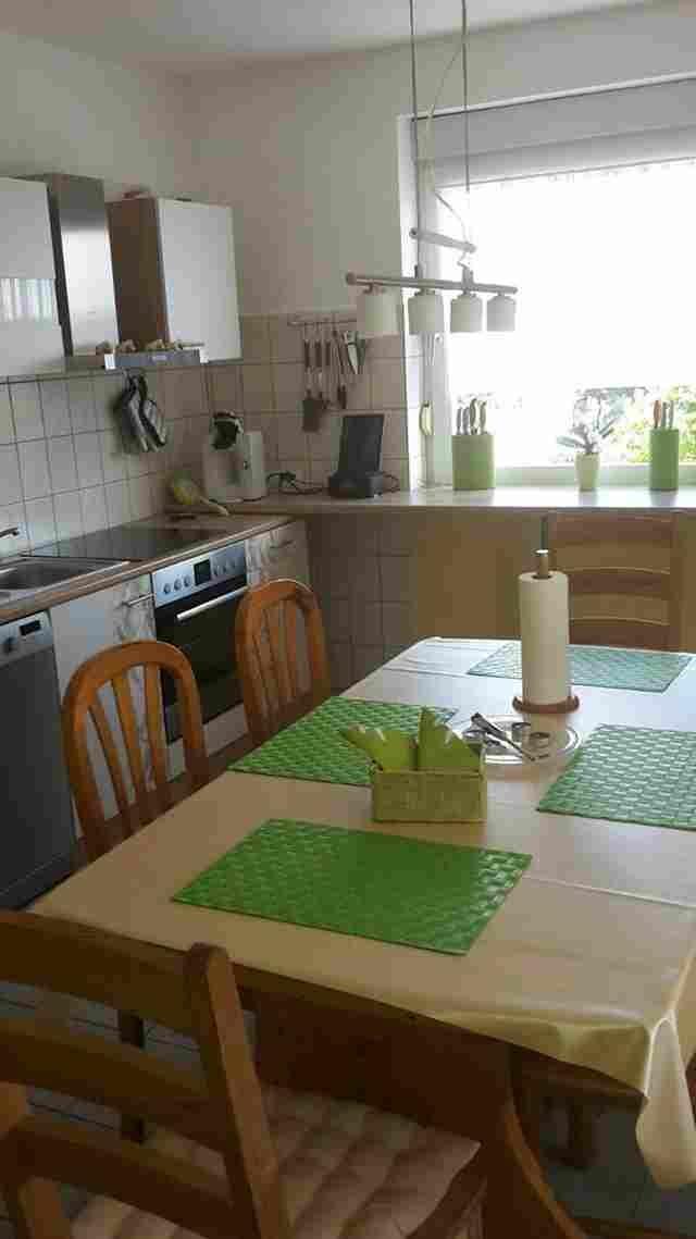0597-08-Ferienhaus-Lochum-Küche-und-Essecke