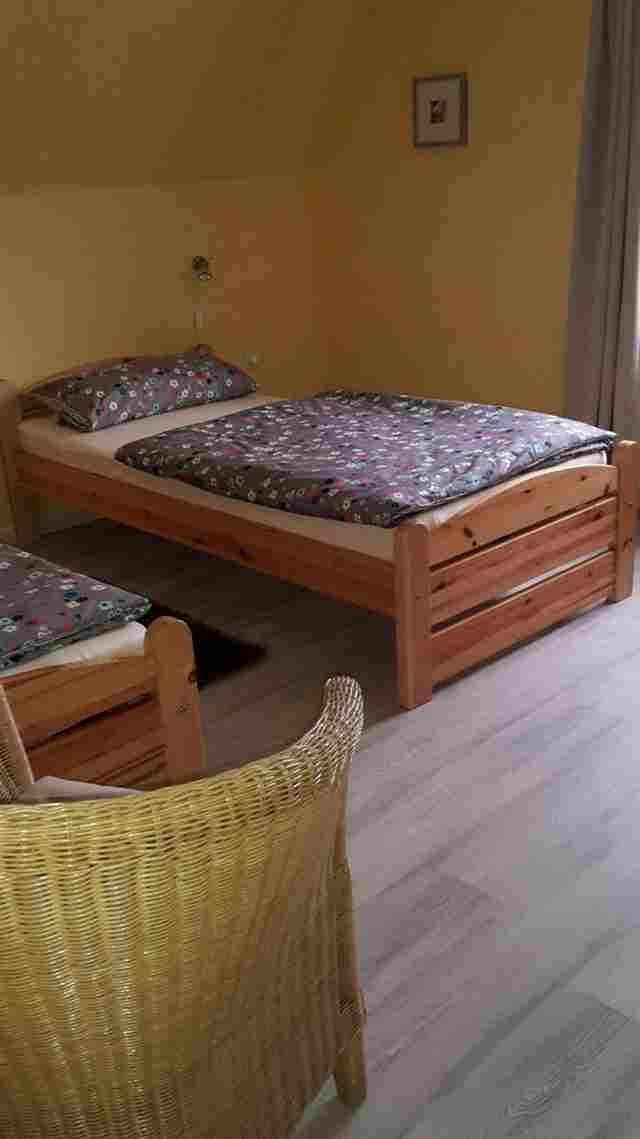 0597-11-Ferienhaus-Lochum-Schlafzimmer-mit-Einzelbetten