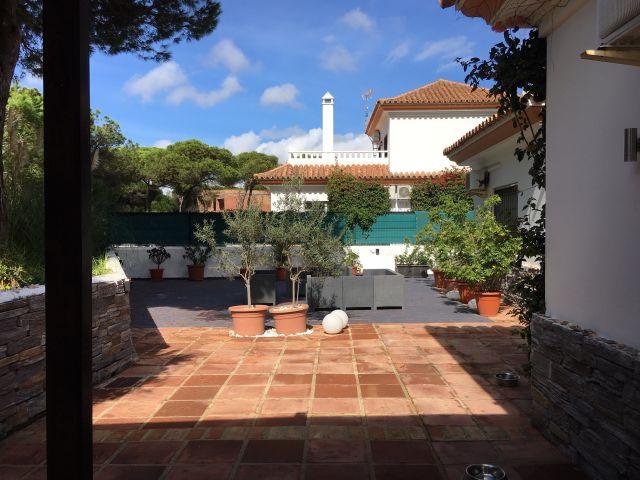 0601-11-Golf-Villa-überdachte-Terrasse