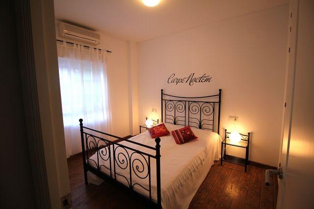 0601-19-Golf-Villa-Andalusien-Schlafzimmer-1-mit-Doppelbett