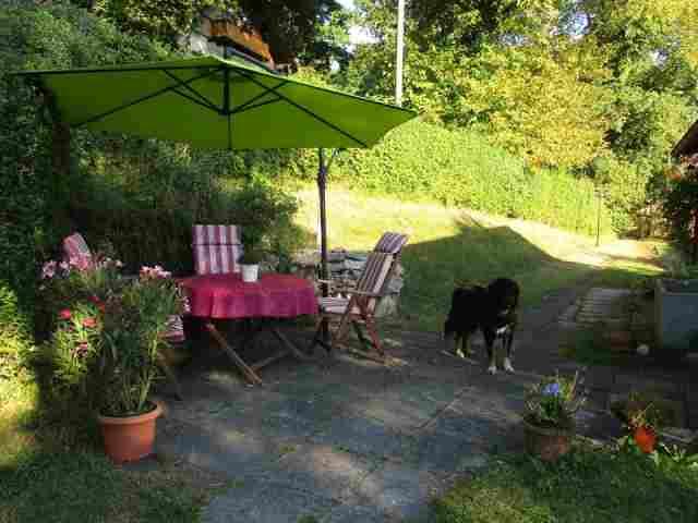 0602-03 Ferienhaus Zamperl Garten mit Hund