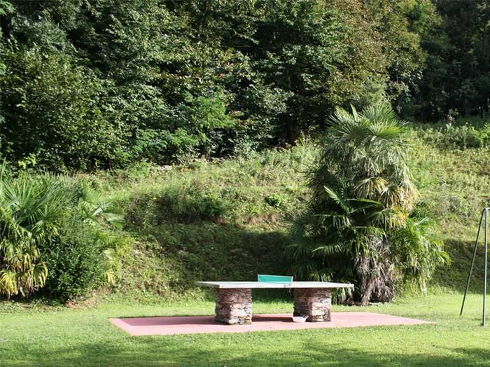 0604-03 Haus Carlo Garten mit Tischtennisplatte
