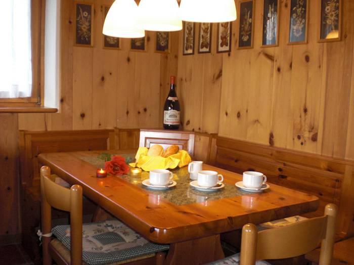 0604-07 Haus Carlo Essecke