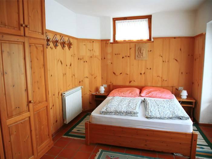 0604-09 Haus Carlo Schlafzimmer 1