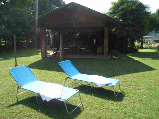0605-04 Ferienwohung Vela Garten mit Liegen