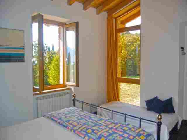 0607-07 Ferienhaus Castagneto Schlafzimmer 2