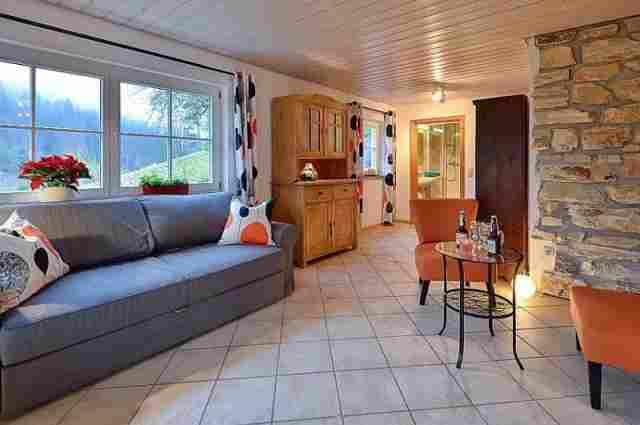 0612-06 Ferienhaus Enzkloesterle Wohnraum 1