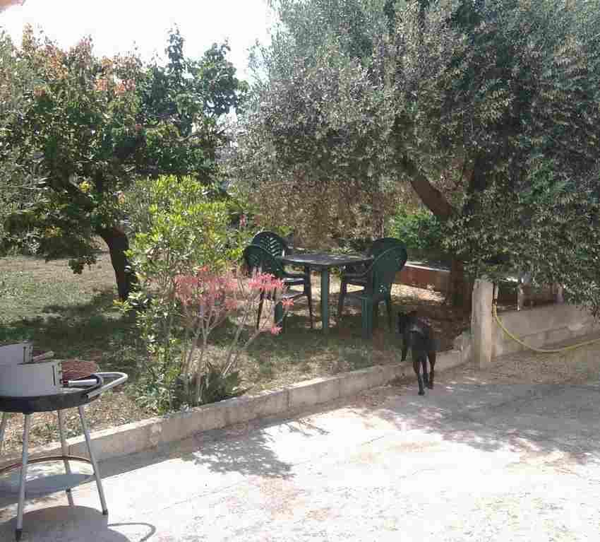 0617-06 Ferienhaus Casa Scalella Garten mit Hund