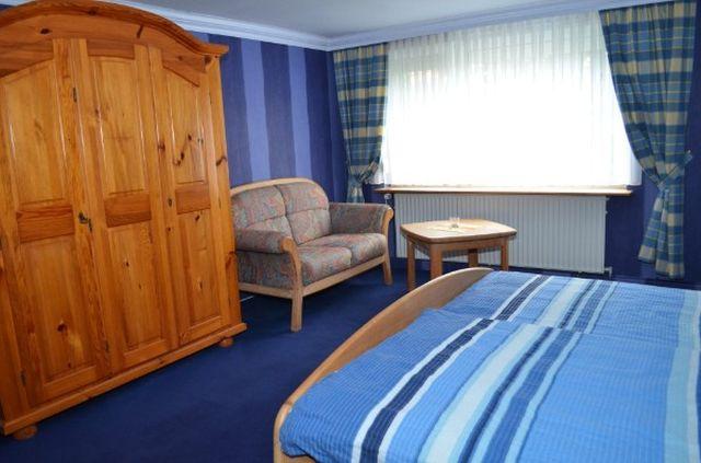 0624-07 Villa Seehunde Blaues Schlafzimmer Doppelbett