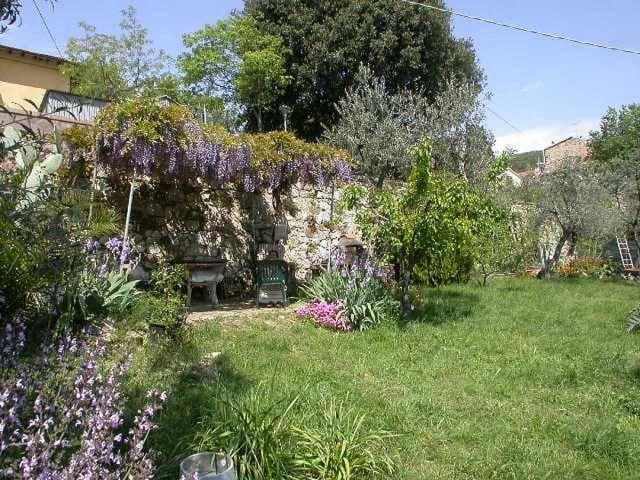 0636-03 Rustico Casa Mela Glyzinien ueberdachte Terrasse im Garten