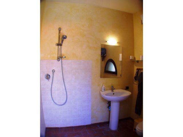 0636-17 Rustico Casa Mela Bad mit barrierefreier Dusche