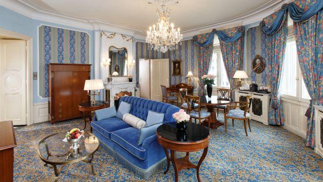 0637-07 Hotel Bristol Opernsuite Salon
