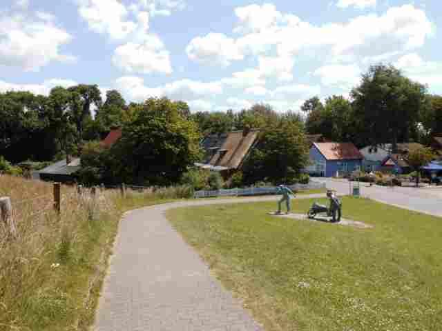 0642-01-Ferienhaus-am-Elbdeich-Aussen-Sommer-1