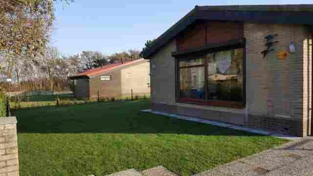 0645-02-Ferienhaus-Bobby-in-Julianandorp-Garten-1