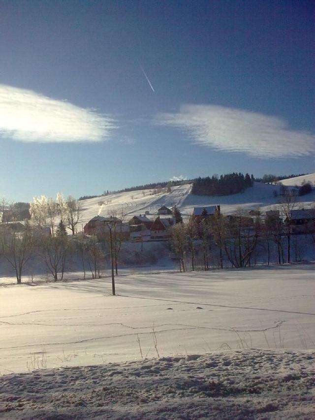 0676-06-kleine-huette-im-wald-erzgebirge-winterfreuden-im-erzgebirge