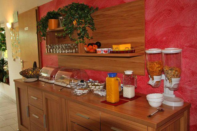 0690-12 Feriengut Sewekow Gaststätte Bild 1