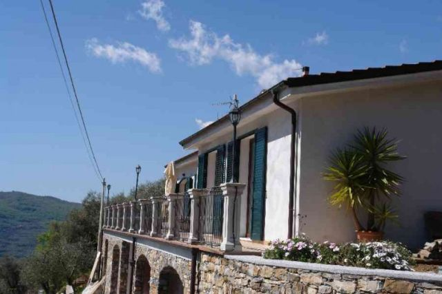 0697-01 Ferienwohnung Villa Ronchi aussen