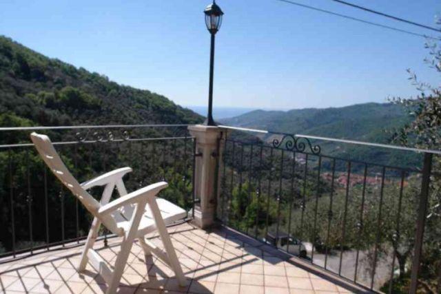 0697-03 Ferienwohnung Villa Ronchi Terrasse 2