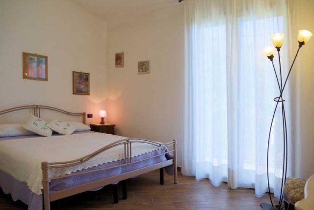 0697-07 Ferienwohnung Villa Ronchi Schlafzimmer 1