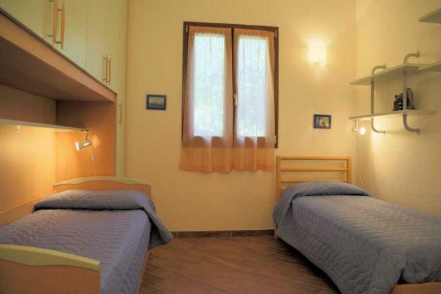 0697-08 Ferienwohnung Villa Ronchi Schlafzimmer 2