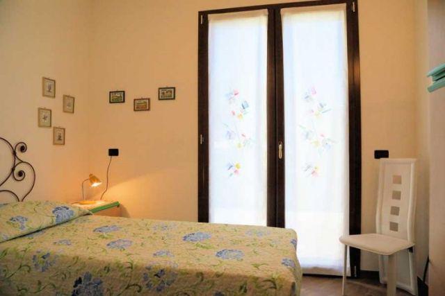0697-10 Ferienwohnung Villa Ronchi Schlafzimmer 3 Bild 2