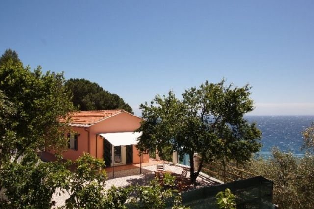 0707-01 Ferienhaus Villino Capo Berta aussen