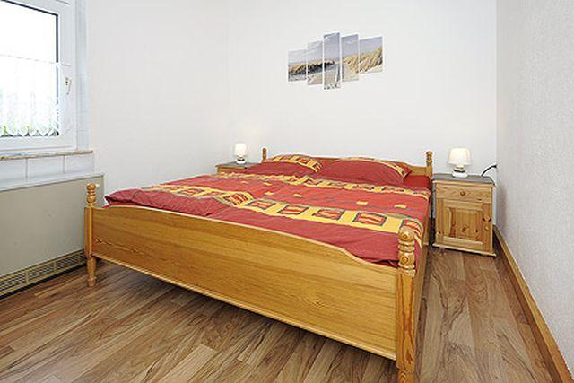 0709-08 Ferienhaus Nordseewind Schlafzimmer 2l