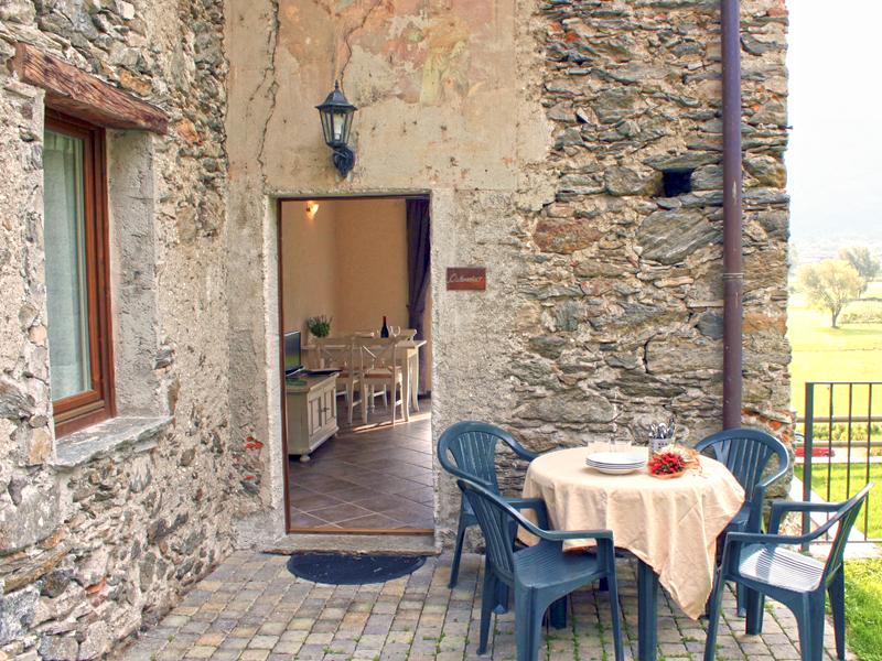0628-06 Borgo Erbiola Ciclamino Terrasse