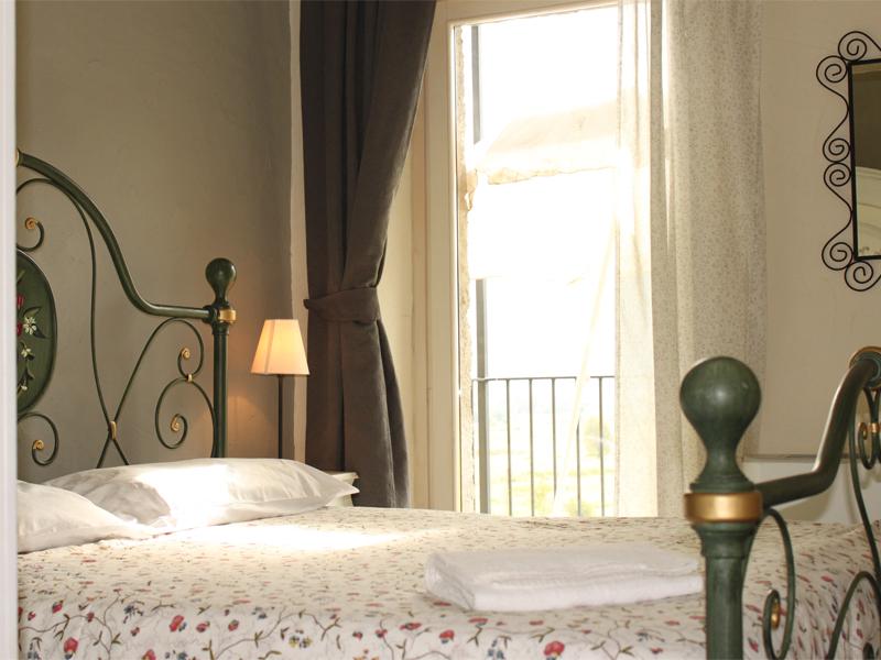 0628-13 Borgo Erbiola Ciclamino Schlafzimmer 1