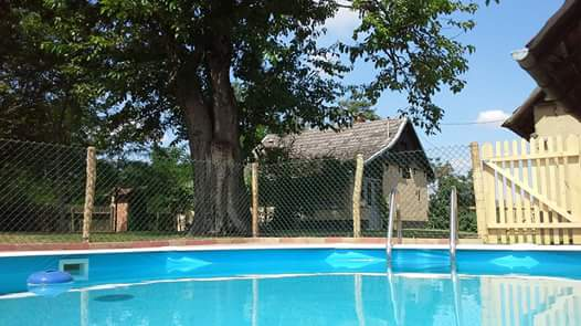 0721-01-Ferienhäuser-Horsetanya-Apache-Pool