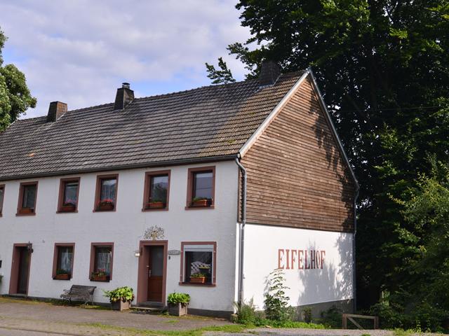 0729-01 FeHa Eifelhof aussen