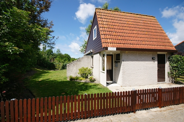 0732-01 Ferienhaus Westwind Haus mit Garten eingezäunt