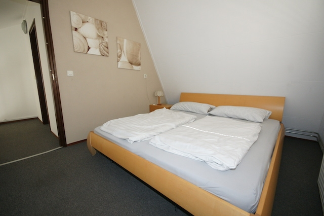 0732-05 Ferienhaus Westwind Schlafzimmer 1 Doppelbett