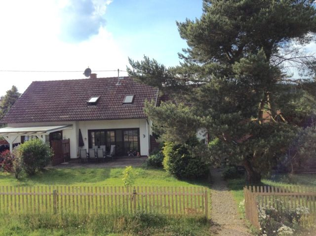 0740-03 Ooser Tälchen Haus Garten Bild 1